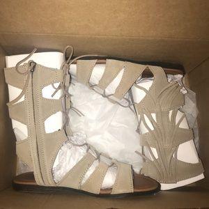 Shoes - Minnetonka Gladiator Sandal Taupe size 8